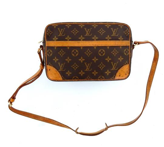 Preload https://img-static.tradesy.com/item/26062050/louis-vuitton-trocadero-gm-vintage-brown-monogram-canvas-leather-cross-body-bag-0-0-540-540.jpg