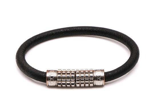 Preload https://img-static.tradesy.com/item/26067262/louis-vuitton-damier-graphite-digit-bracelet-0-0-540-540.jpg