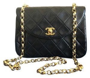 Chanel Lambskin Designer Designer Cross Body Bag