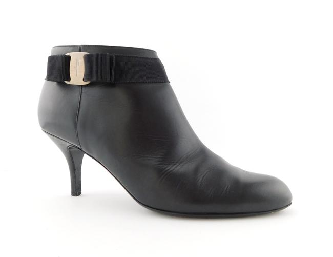Item - Black Leather Signature Vara Logo Bow Ankle Boots/Booties Size US 8.5 Wide (C, D)