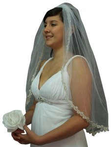 One Tier Veil Rich Trim Silver Tone Bead And Tiny Pearls