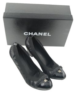 Chanel Ruffled Patent Leather Cc Logo Black Pumps