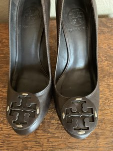 Tory Burch Brown Pumps