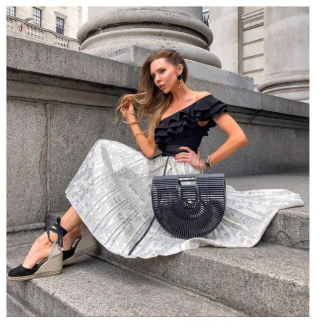 Item - Cream/Silver Conscious Exclusive Pleated Skirt Size 12 (L, 32, 33)