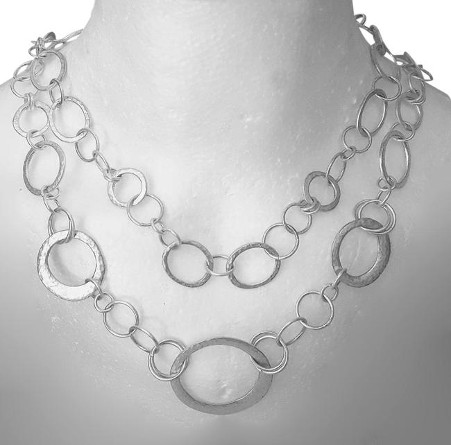 Item - Silver Circle Chain Necklace