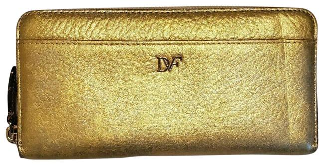 Item - Gold Metallic Leather Continental Wallet