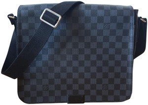 Louis Vuitton District Black Messenger Bag