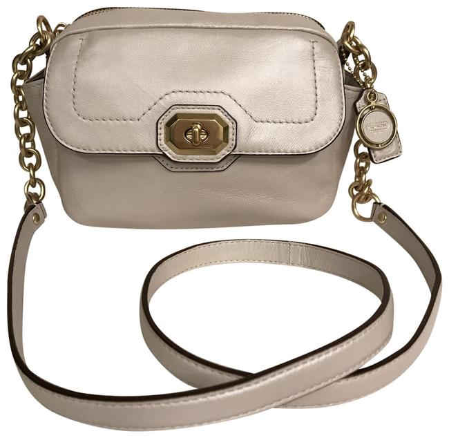 Item - Campbell Nwot Turnlock Camera F24843 Pearlized Silver White Gold Leather Cross Body Bag
