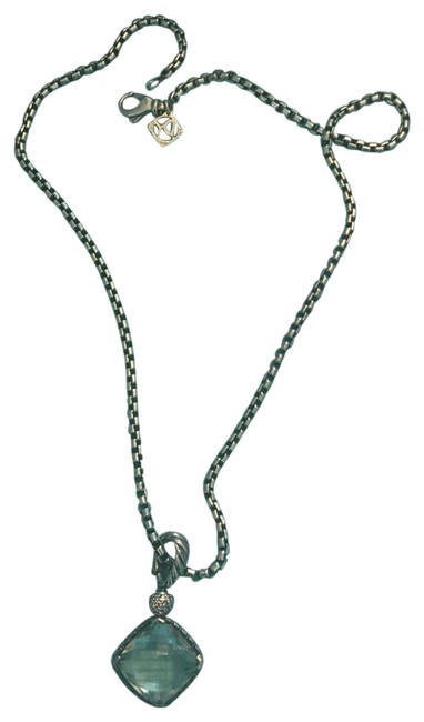 Item - Pale Green Necklace