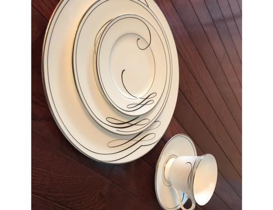 Preload https://img-static.tradesy.com/item/26102374/waterford-white-with-black-ribbon-and-silver-outline-ballet-5-piece-placesetting-fine-china-0-0-540-540.jpg