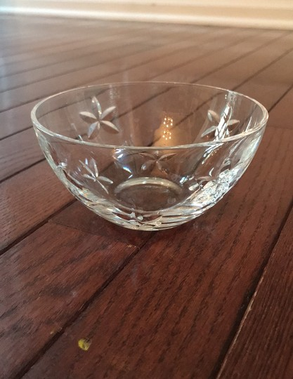 Preload https://img-static.tradesy.com/item/26102391/tiffany-and-co-crystal-limited-edition-bowl-with-engraved-flowers-serverware-0-0-540-540.jpg