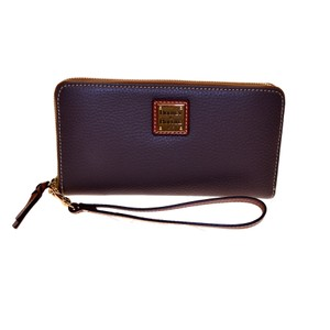 Dooney & Bourke Pebble Leather Lg zip clutch Wristlet
