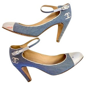 Chanel blue and white Pumps