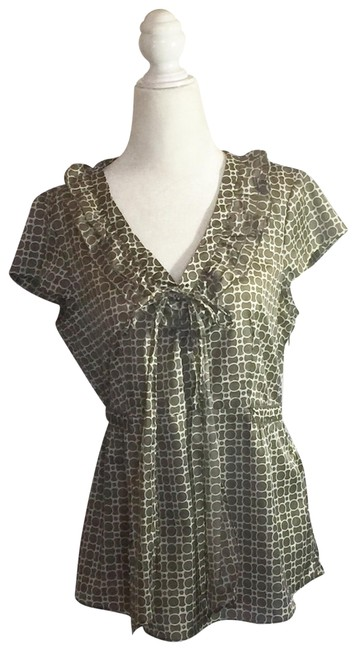 Item - Dark Taupe and Cream Scalloped Neckline Short Sleeve Blouse Size 8 (M)