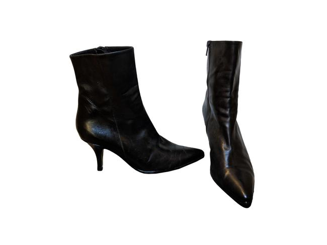 Item - Black Leather Ankle Heel Boots/Booties Size US 7 Regular (M, B)