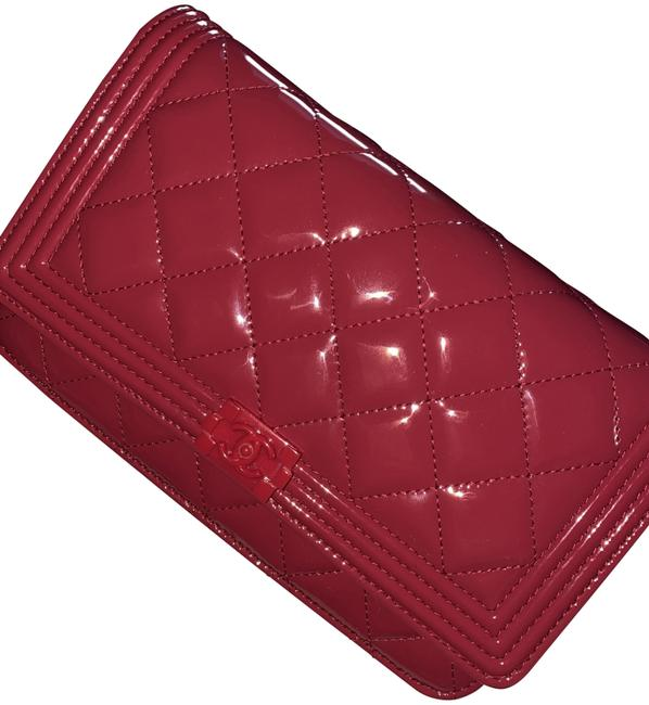 Item - Wallet on Chain Boy Le Pink Patent Leather Clutch
