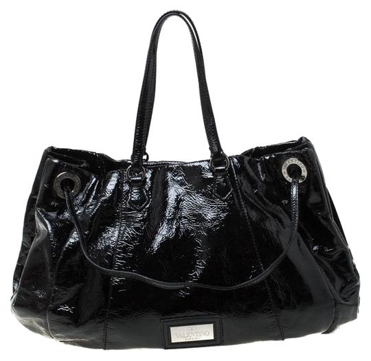 Preload https://img-static.tradesy.com/item/26116052/valentino-italy-black-patent-leather-hobo-bag-0-1-540-540.jpg