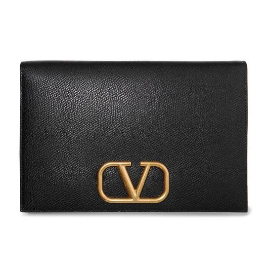 Preload https://img-static.tradesy.com/item/26116520/valentino-garavani-go-logo-leather-pouch-black-clutch-0-0-540-540.jpg
