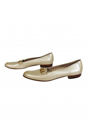 Ferragamo Loafers Pearl Finish Ivory Pumps Image 2