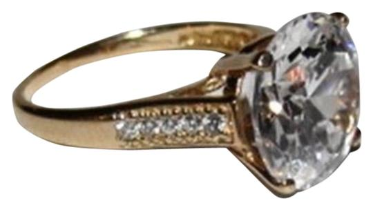 vintage 10 kt Gold Round Cubic Zirconia Solitaire Cocktail Ring Image 0