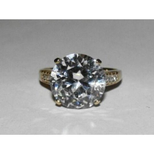 vintage 10 kt Gold Round Cubic Zirconia Solitaire Cocktail Ring Image 1