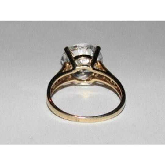 vintage 10 kt Gold Round Cubic Zirconia Solitaire Cocktail Ring Image 3