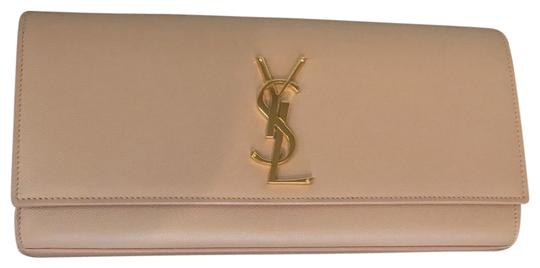 Preload https://img-static.tradesy.com/item/26118080/saint-laurent-cassandre-pale-pink-leather-poudre-de-grain-clutch-0-1-540-540.jpg