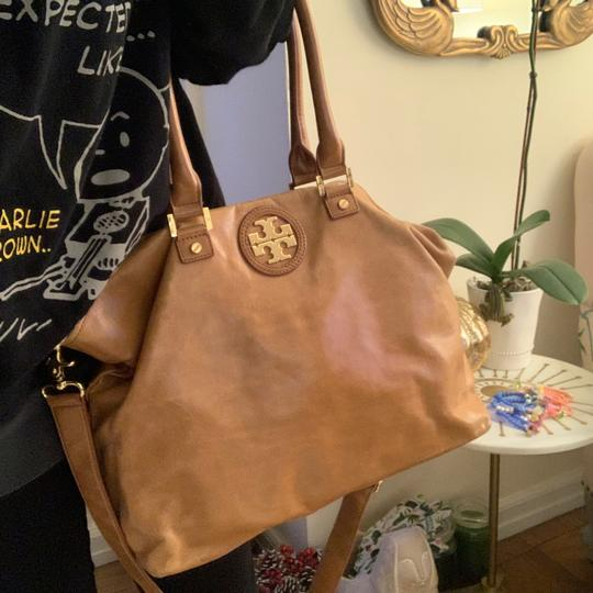 Tory Burch Tote in Camel Image 7