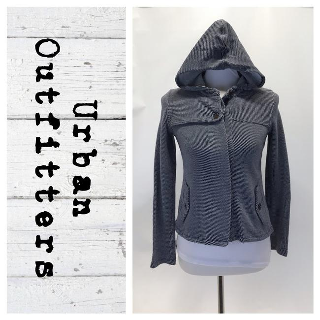 Preload https://img-static.tradesy.com/item/26118312/urban-outfitters-navywhite-button-down-hooded-jacket-size-6-s-0-0-650-650.jpg