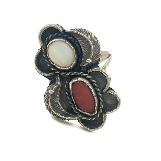 Preload https://img-static.tradesy.com/item/26118319/sterling-silver-spiny-oyster-and-moonstone-ring-0-0-540-540.jpg