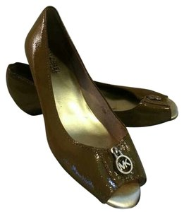 Michae Pumps