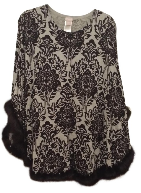 Item - Black and Gray Medallion S/M In Poncho/Cape Size 10 (M)