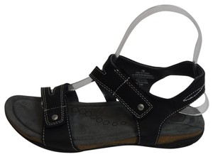 Khombu Black Sandals