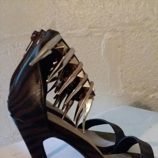 JUST FAB Brown/Black stripe print Pumps Image 2