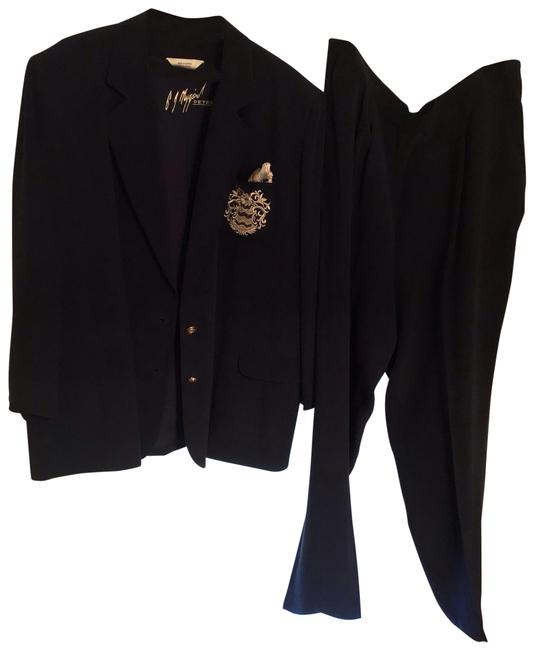 Preload https://img-static.tradesy.com/item/26130909/peter-nygard-dk-navy-light-weight-nautical-inspired-2-button-blazer-large-gold-insignia-on-the-breas-0-4-650-650.jpg