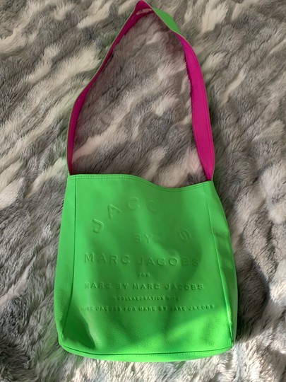 Marc Jacobs Tote in green/ pink Image 1