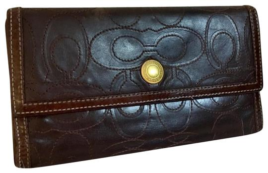 Preload https://img-static.tradesy.com/item/26131032/coach-brown-clutch-rare-signature-stitched-trifold-dark-leather-wallet-0-4-540-540.jpg