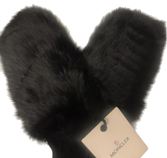 Preload https://img-static.tradesy.com/item/26131147/moncler-black-fox-fur-mittens-0-1-540-540.jpg