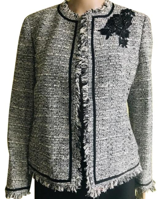 Preload https://img-static.tradesy.com/item/26131329/kasper-gray-jewel-neck-embroidered-fringe-tweed-jacket-blazer-size-8-m-0-4-650-650.jpg