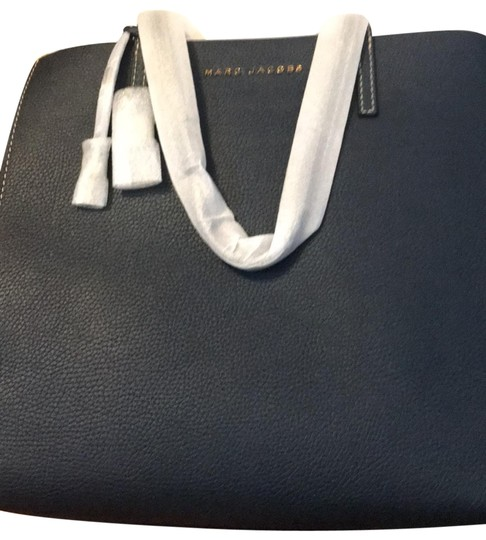 Preload https://img-static.tradesy.com/item/26134968/marc-jacobs-navy-leather-tote-0-7-540-540.jpg