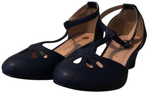 Chase & Chloe Casual Navy Wedges