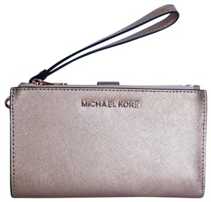 Michael Kors Michael Kors Jet Set Travel LG Double Zip Wristlet Rose Gold