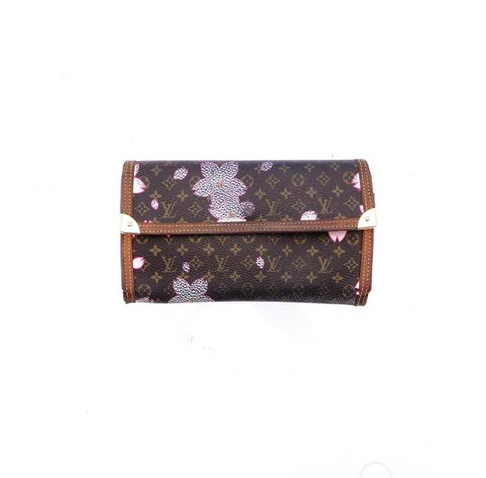 Preload https://img-static.tradesy.com/item/26137642/louis-vuitton-brown-international-flowers-monogram-canvas-leather-limited-edition-wallet-0-0-540-540.jpg