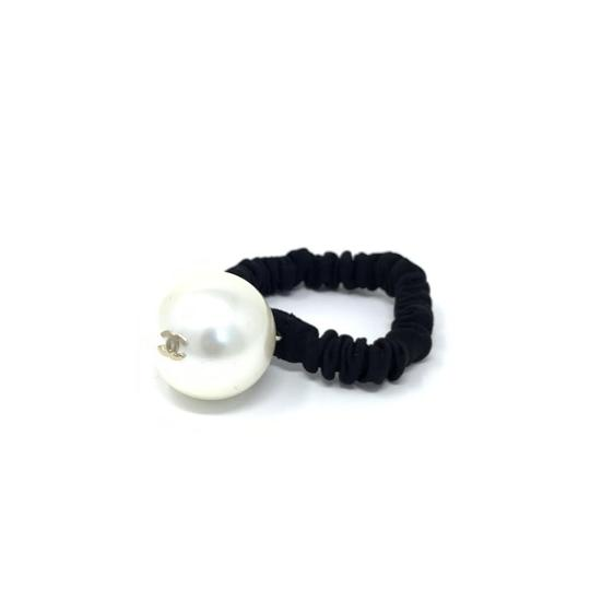 Chanel Pearl Hair Tie Image 3
