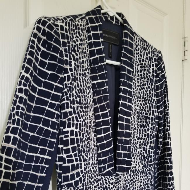 Item - Navy Base White Tiles with A Touch Of Cream. Carissa Perfect Blazer Size 2 (XS)