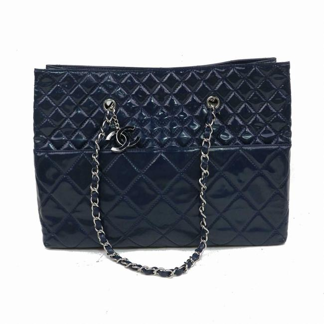 Item - Shopping Bag Quilted Classic Chain Shopper 871505 Blue Patent Leather Tote