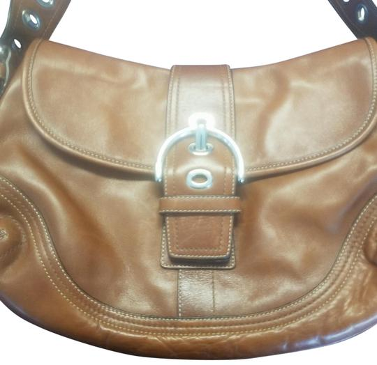 Preload https://img-static.tradesy.com/item/26149760/coach-soho-buckle-flap-purse-light-brown-leather-hobo-bag-0-4-540-540.jpg