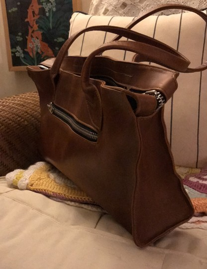 village tannery Tote in camel Image 1