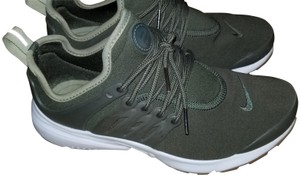 Nike Gym Comfortable Running Olive / white/ gum Athletic