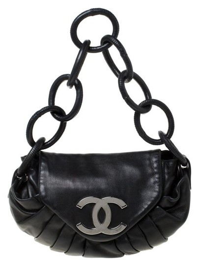 Preload https://img-static.tradesy.com/item/26156192/chanel-classic-pleated-rings-cc-flap-black-leather-shoulder-bag-0-2-540-540.jpg